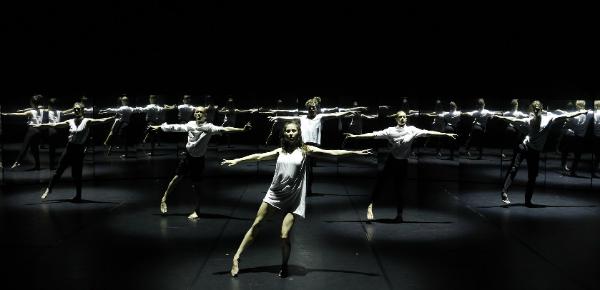 247 days: een ontwapenende dansvoorstelling