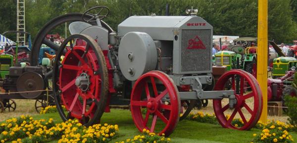 Oude werktuigen en tractoren
