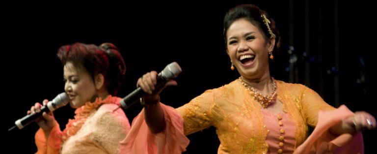 Adoeh! Senang op Tong Tong