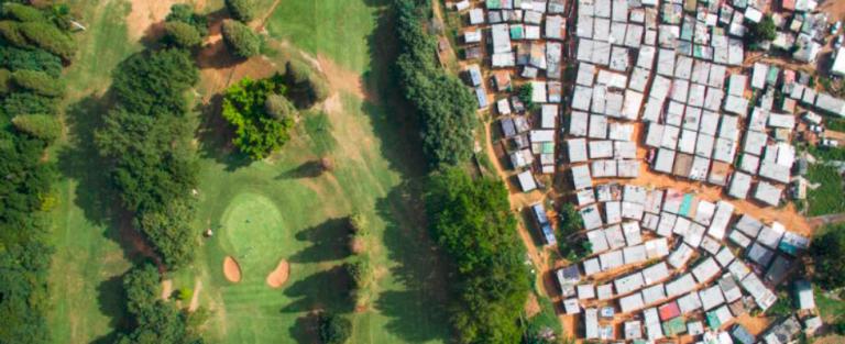 Deze luchtfoto's laten het verschil tussen arm en rijk pas echt zien