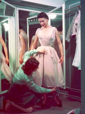 In de jaren 50 was een wespentaille noodzakelijk om in een jurk van Dior te passen