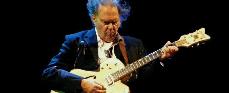 Neil Young lanceert akoestisch album