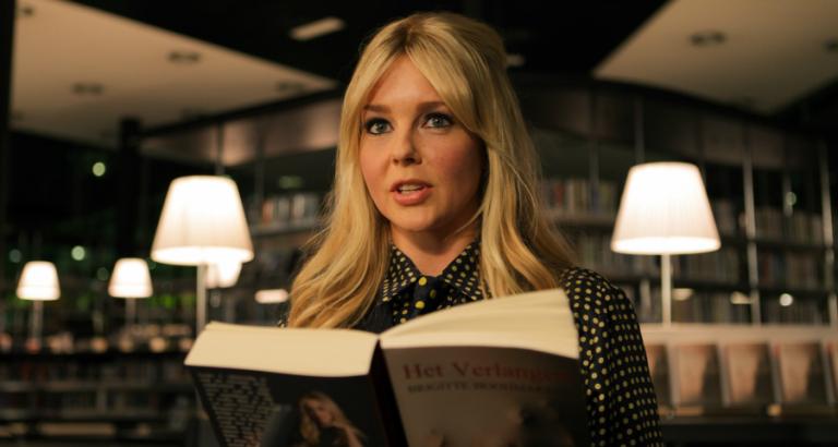 Dom blondje of literair schrijfster?