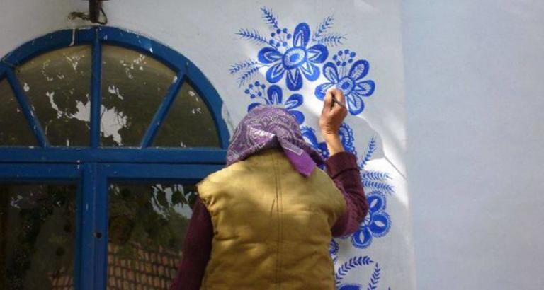 90-jarige vrouw tovert haar dorp om