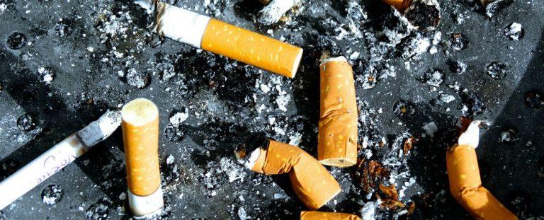 Een wettelijk rookverbod in de auto?