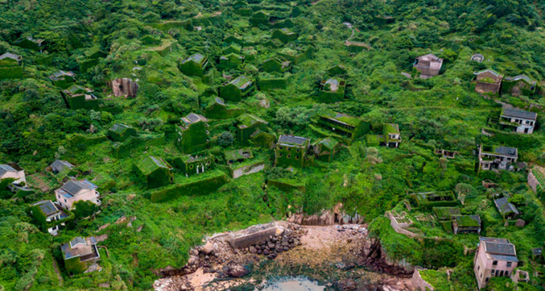 Natuur pakt dorpje terug