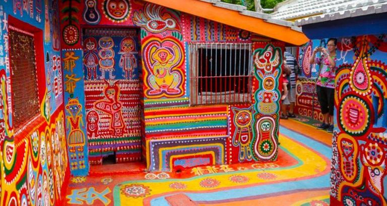 96-jarige schildert compleet dorp