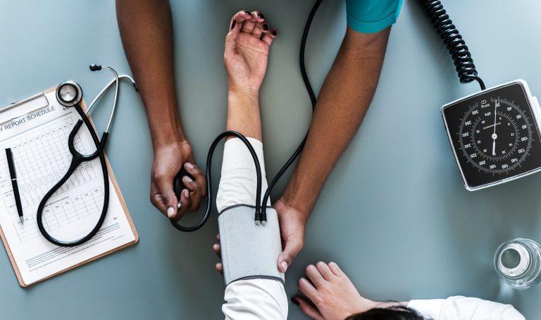 Check! Tien dingen waar je op moet letten bij het kiezen van een zorgverzekeraar