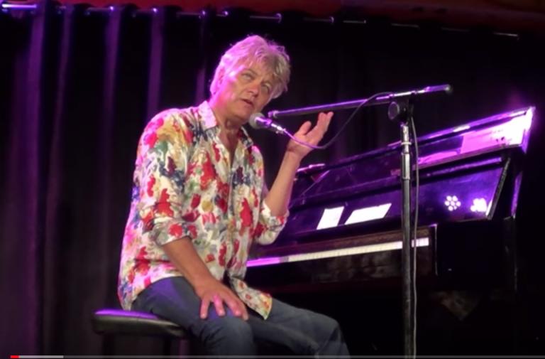 Robert Jan Stips maakte hits voor Golden Earring en The Nits en speelt deze op de piano