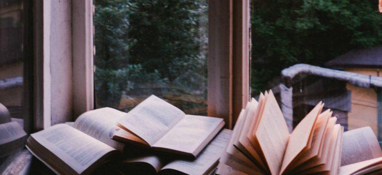 De liefde spat van de pagina's af