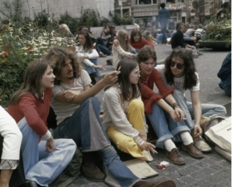 Leuk om naar te kijken: zomerse plaatjes van hippies in Amsterdam uit de jaren 60 en 70