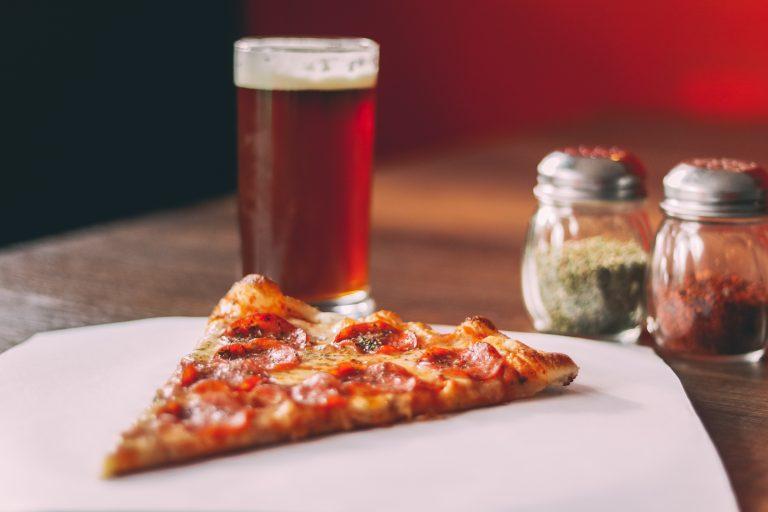 Het is vanavond Nationale Pizzadag. Dus: bestel maar!