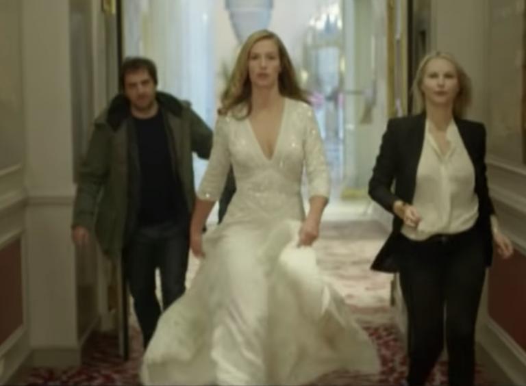 Iedereen die van Franse films en Parijs houdt, kijkt naar deze té grappige serie
