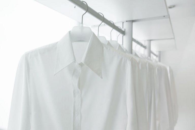 Waarom de witte blouse niet in je garderobe mag ontbreken