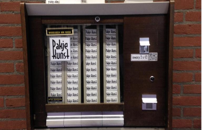 Grappig: kunst uit een sigaretten-automaat