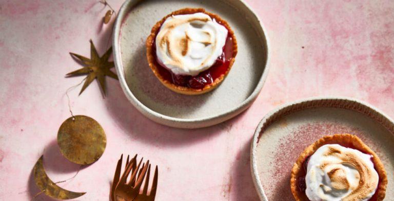 Heerlijke cranberry-meringuetaartjes