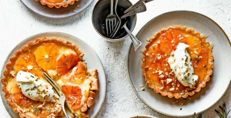 Lekker: bloedsinaasappeltaartje met vanillehangop