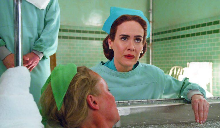 Sarah Paulson als gestoorde zuster in Ratched