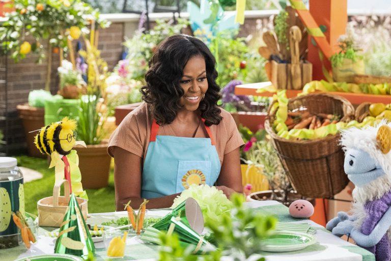 Michelle Obama lanceert jeugdserie Wafeltje en Mochi
