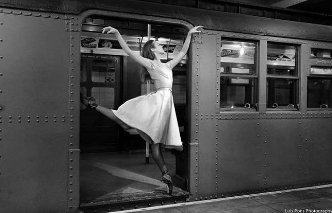 9 x urban ballerina's door Luis Pons