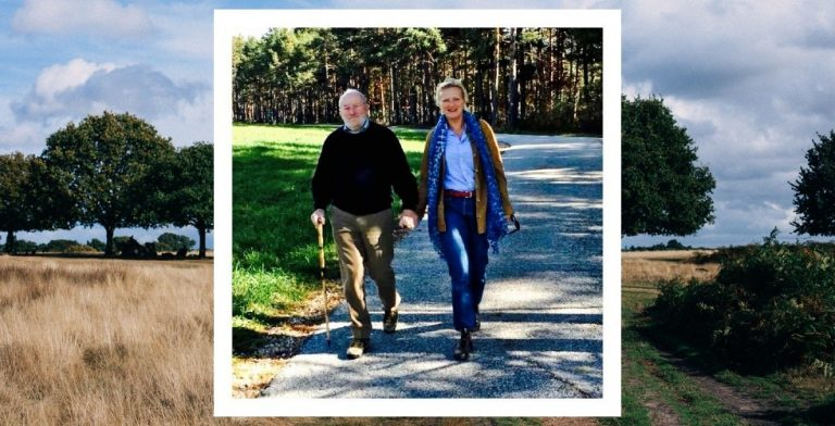 Johanna wandelt met haar dementerende vader