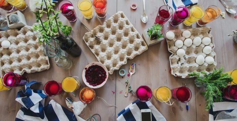 Eieren verven met spullen uit je keukenkastje