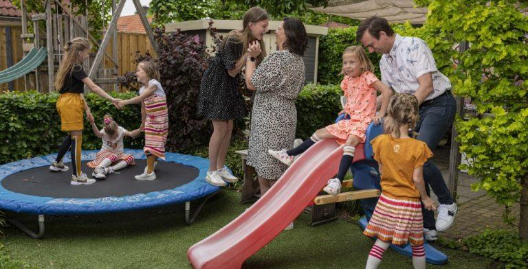 Bij grote families op bezoek